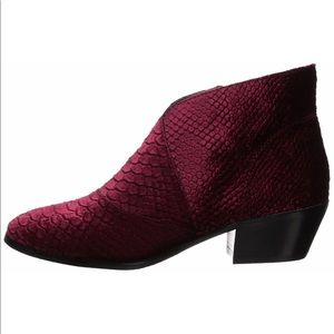 Very Volatile Shoes - Very Volatile Women's Kyra Ankle Boot - 8.5
